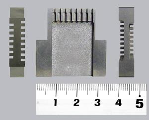 順送型の金型で、半導体のダイです。