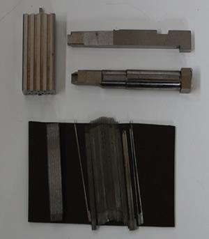 自動車のコネクター用モールド金型コアーピンの研磨加工。