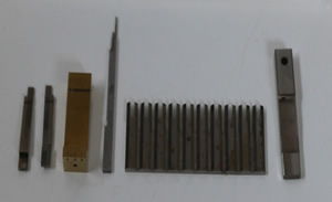 携帯電話のコネクター用モールド金型コアーピンの研磨加工です。